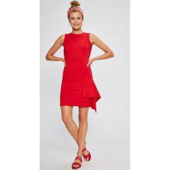 Answear - Sukienka Stripes Vibes. Szare sukienki dzianinowe marki ANSWEAR, na co dzień, l, casualowe, z okrągłym kołnierzem, mini, dopasowane. W wyprzedaży za 79,90 zł.