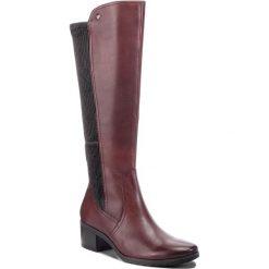 Kozaki CAPRICE - 9-25604-21 Bordeaux Comb 551. Czerwone buty zimowe damskie Caprice, z materiału, przed kolano, na wysokim obcasie. Za 479,90 zł.