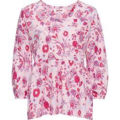 Tunika shirtowa z nadrukiem bonprix jasnoróżowy z nadrukiem. Czerwone tuniki damskie z nadrukiem bonprix. Za 24,99 zł.