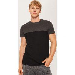 T-shirt z łączonych materiałów - Czarny. Czarne t-shirty męskie House, m, z materiału. Za 35,99 zł.