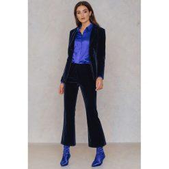 NA-KD Party Aksamitne spodnie - Navy. Niebieskie spodnie z wysokim stanem NA-KD Party, z elastanu. Za 202,95 zł.