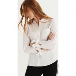 Koszula z wiązaniem na rękawach - Biały. Białe koszule wiązane damskie marki Sinsay, s. Za 59,99 zł.