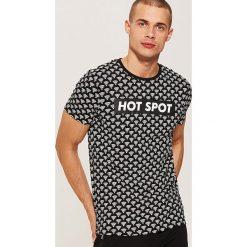 T-shirt z nadrukiem all over - Wielobarwn. Szare t-shirty męskie z nadrukiem marki House, l. Za 39,99 zł.
