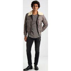 Swetry klasyczne męskie: Tigha ALISTER Sweter mud/black