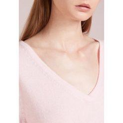 FTC Cashmere Sweter powder. Czerwone swetry klasyczne damskie FTC Cashmere, xs, z kaszmiru. Za 1049,00 zł.