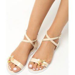Beżowe Sandały Dreaming Of Me. Brązowe rzymianki damskie Born2be, z lakierowanej skóry, na obcasie. Za 29,99 zł.