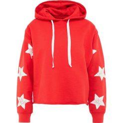 Current/Elliott CUT CROPPED HOODIE Bluza z kapturem racing red. Czerwone bluzy z kapturem damskie marki Current/Elliott, z bawełny. W wyprzedaży za 347,70 zł.