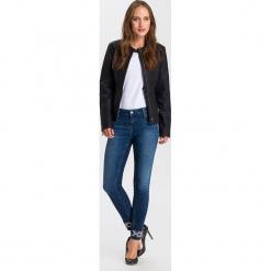 """Dżinsy """"Giselle"""" - Super Skinny fit - w kolorze granatowym. Niebieskie rurki damskie marki Cross Jeans, z aplikacjami. W wyprzedaży za 127,95 zł."""