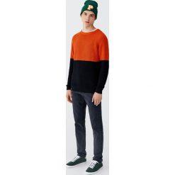 Czarne jeansy regular comfort fit. Czarne jeansy męskie regular marki Pull&Bear. Za 89,90 zł.
