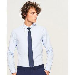 Koszula regular fit - Niebieski. Niebieskie koszule męskie na spinki Reserved, m. W wyprzedaży za 49,99 zł.
