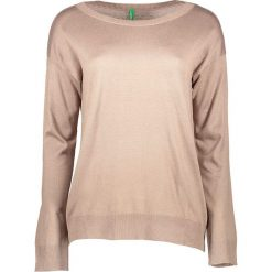 Sweter w kolorze beżowym. Brązowe swetry oversize damskie Benetton, xs, z dzianiny. W wyprzedaży za 54,95 zł.
