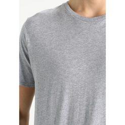 Knowledge Cotton Apparel GIFT BOX 3 PACK Tshirt basic multicoloured. Szare koszulki polo Knowledge Cotton Apparel, m, z bawełny. Za 299,00 zł.