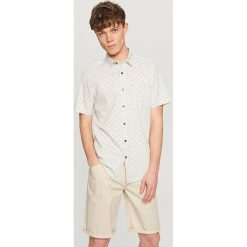 Koszule męskie na spinki: Koszula w drobny deseń – Jasny szar