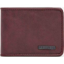 Gładki portfel z obszyciem pod kolor. Brązowe portfele męskie Pull&Bear. Za 59,90 zł.