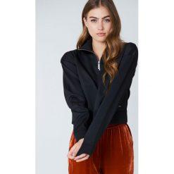 Calvin Klein Bluza z zamkiem Harika - Black. Czarne bluzy rozpinane damskie Calvin Klein, m, z nadrukiem, z krótkim rękawem, krótkie. W wyprzedaży za 81,18 zł.