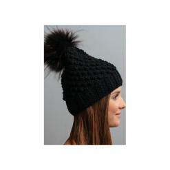 POMPOM - czapka z naturalnym futerkiem. Niebieskie czapki zimowe damskie marki WED'ZE, z materiału. Za 169,00 zł.
