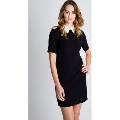 Sukienki balowe: Czarna sukienka z białym kołnierzykiem  BIALCON