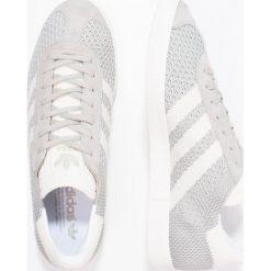 Adidas Originals GAZELLE PK Tenisówki i Trampki sesam/offwhite/trace green. Szare tenisówki damskie marki adidas Originals, z gumy. W wyprzedaży za 359,20 zł.