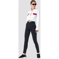 Spodnie damskie: NA-KD Jeansy slim z wysokim stanem - Black