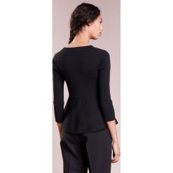 Emporio Armani Sweter black. Czarne swetry klasyczne damskie marki Emporio Armani, z materiału. W wyprzedaży za 403,60 zł.