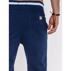 KRÓTKIE SPODENKI MĘSKIE P403 - NIEBIESKIE. Niebieskie bermudy męskie Ombre Clothing, z bawełny. Za 47,20 zł.