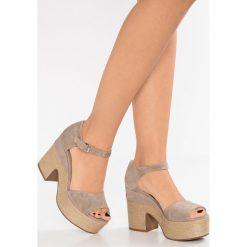 Janet Sport Sandały na obcasie bahamas safari. Różowe sandały damskie Janet Sport, z materiału, na obcasie. W wyprzedaży za 486,85 zł.
