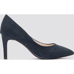 Buty ślubne damskie: NA-KD Shoes Zamszowe czółenka ze spiczastymi noskami - Blue