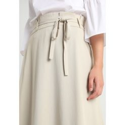 Banana Republic FULL SKIRT WITH TRIM Długa spódnica golden beige. Niebieskie długie spódnice marki Banana Republic. Za 629,00 zł.