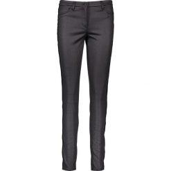 """Spodnie """"Antonia"""" - Skinny fit - w kolorze czarnym. Rurki damskie marki Rosner, z aplikacjami. W wyprzedaży za 130,95 zł."""