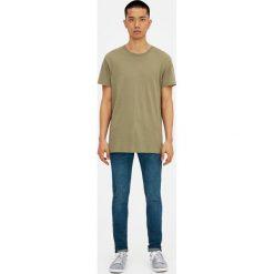 Ciemne jeansy skinny fit z efektem sprania i zużycia. Czarne jeansy męskie relaxed fit marki Pull&Bear, m. Za 119,00 zł.