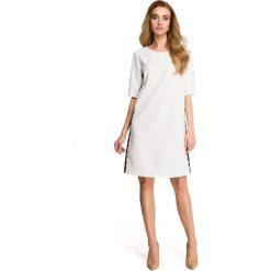 ISABELLE Sukienka z lampasem z koronki - ecru. Szare sukienki hiszpanki Stylove, na co dzień, s, w koronkowe wzory, z koronki. Za 159,90 zł.