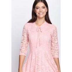 Jasnoróżowa Sukienka Give Me Love. Różowe sukienki marki numoco, l, z dekoltem w łódkę, oversize. Za 54,99 zł.