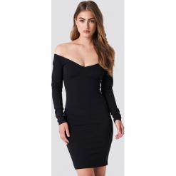 NA-KD Party Dopasowana sukienka z odkrytymi ramionami - Black. Niebieskie sukienki na komunię marki Reserved, z odkrytymi ramionami. Za 161,95 zł.
