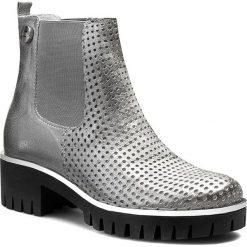 Sztyblety CARINII - B3392 Dave Met 6729/0101. Szare buty zimowe damskie marki Carinii, z materiału, na obcasie. W wyprzedaży za 219,00 zł.