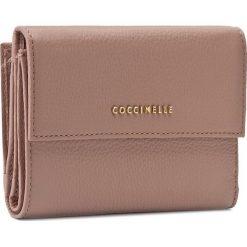 Duży Portfel Damski COCCINELLE - AW5 Metallic Soft E2 AW5 11 66 01 Pivoine 208. Czerwone portfele damskie marki Coccinelle, ze skóry. W wyprzedaży za 419,00 zł.