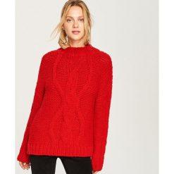 Odzież damska: Sweter z ozdobnym splotem - Czerwony