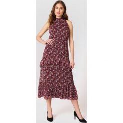 Trendyol Sukienka z falbankami - Pink,Red. Szare długie sukienki marki Trendyol, na co dzień, z elastanu, casualowe, dopasowane. W wyprzedaży za 80,98 zł.