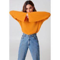 Swetry damskie: NA-KD Krótki sweter z dzianiny z długim rękawem – Orange