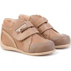 Skórzane sneakersy w kolorze szarobrązowym. Brązowe trampki chłopięce Angelitos. W wyprzedaży za 179,95 zł.