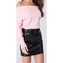 Swetry klasyczne damskie: Kristin Sundberg for NA-KD Sweter z wywijanym dekoltem – Pink