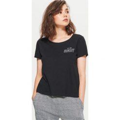 Koszulka z nadrukiem - Czarny. Czarne t-shirty damskie marki Cropp, l, z nadrukiem. Za 39,99 zł.