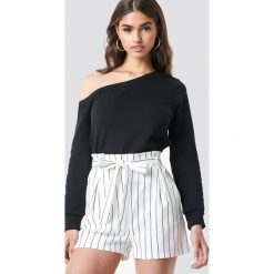 NA-KD Basic Sweter na jedno ramię - Black. Różowe swetry klasyczne damskie marki NA-KD Basic, z bawełny. Za 100,95 zł.