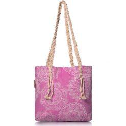 """Torba plażowa """"Lace"""" w kolorze różowym - 40 x 50 cm. Czerwone shopper bag damskie Begonville, z bawełny. W wyprzedaży za 108,95 zł."""