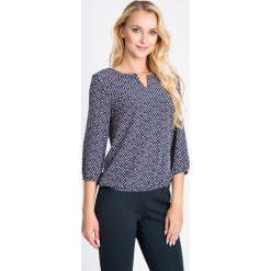 Bluzki damskie: Granatowa bluzka z wycięciem na dekolcie QUIOSQUE