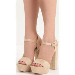 Beżowe Sandały Chic Heels. Brązowe sandały damskie na słupku Born2be, z materiału, na wysokim obcasie. Za 79,99 zł.