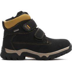 Czarne Traperki Out In Front. Czarne buty zimowe chłopięce Born2be, z materiału, z okrągłym noskiem, na zamek. Za 89,99 zł.