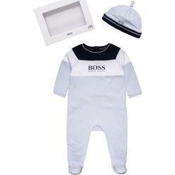BOSS Kidswear BABY SCHLAFANZUG+MUETZE SET Piżama himmelblau. Niebieskie bielizna chłopięca marki BOSS Kidswear, z bawełny. Za 379,00 zł.