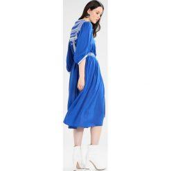 See u Soon ROBE  Sukienka letnia blue. Niebieskie sukienki letnie marki See u Soon, s, z krótkim rękawem. Za 369,00 zł.