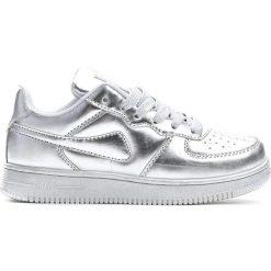 Srebrne Buty Sportowe Marcherry. Szare buty sportowe chłopięce marki Born2be, z materiału, z okrągłym noskiem, na sznurówki. Za 59,99 zł.