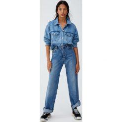 Kurtka jeansowa cropped. Niebieskie kurtki damskie jeansowe marki Pull&Bear. Za 139,00 zł.